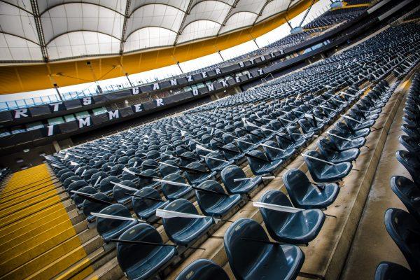 Fahnenmeer im Waldstadion 0011
